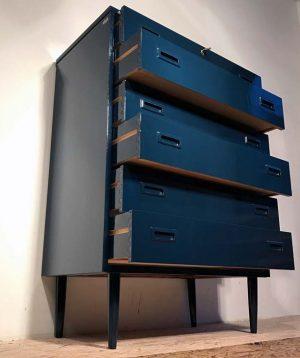 schubladen-möbeli-blau